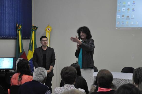 Exibição pública atraiu dezenas de pessoas da comunidade. Foto Larissa DornelesPrefeitura de SLG