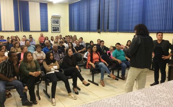Público durante explanação do professor Celestino e Kelvin. Foto Genaro CaetanoRádio São Luiz